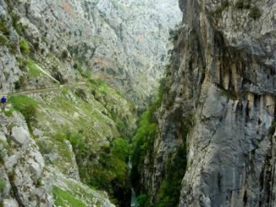 Ruta del Cares - Garganta Divina - Parque Nacional de los Picos de Europa;senderismo joven madrid